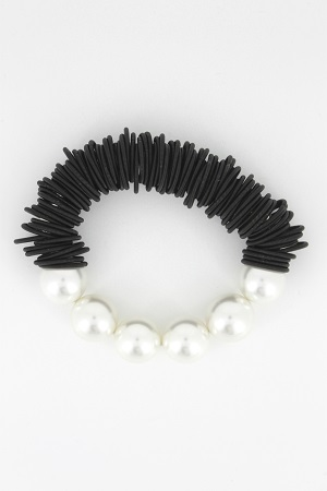 Black Spring Ring Bracelet with White Mother-of-Pearl Beads
